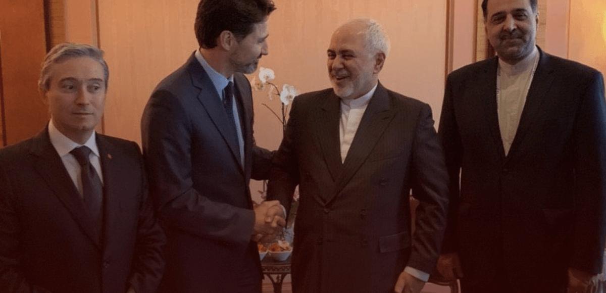 Justin Trudea serre la main de l'Iran